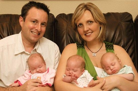 Điều kỳ diệu và sự hồi sinh đã xảy đến với gia đình nhỏ khi chị Lori sinh ba