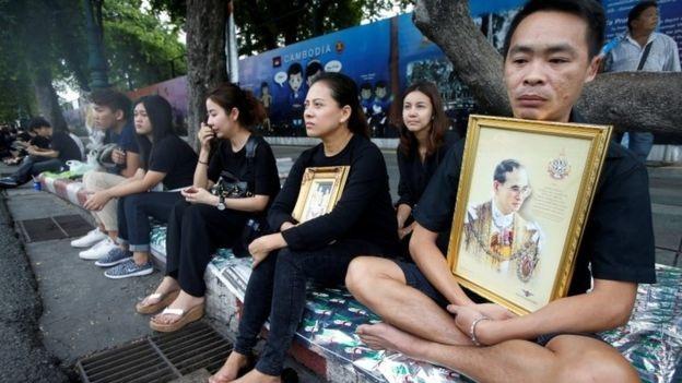 Người dân Thái đau xót trước thông tin Quốc vương băng hà