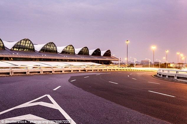Đây là sân bay chính của Quảng Châu, thủ phủ tỉnh Quảng Đông, Trung Quốc