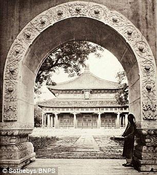 Trường đại học quốc gia ở Bắc Kinh cách đây hơn 100 năm.