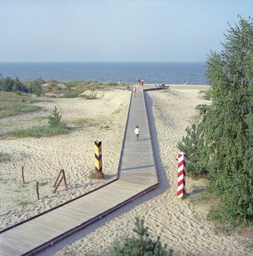 Đường đi lát gỗ là ranh giới phân chia giữa lãnh thổ hai nước Đức và Ba Lan.