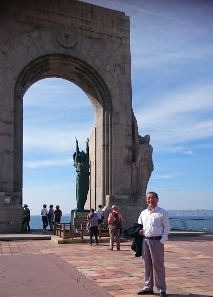 Tháp tưởng nhớ những người Pháp đã bỏ mình ở hải ngoại