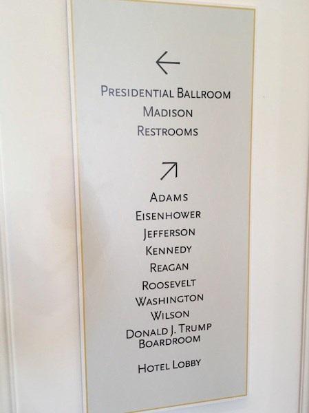 Các phòng hội nghị trong khách sạn lấy tên của nhiều đời Tổng thống Mỹ, trong đó xuất hiện cả tên ông Trump
