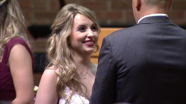 Cô dâu xinh đẹp hạnh phúc trong ngày cưới
