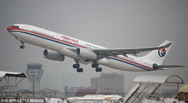 Phi công He Chao xử lý tình huống nhạy bén, chủ động đưa máy bay tăng tốc để bay sớm so với dự kiến, tránh tai nạn xảy ra