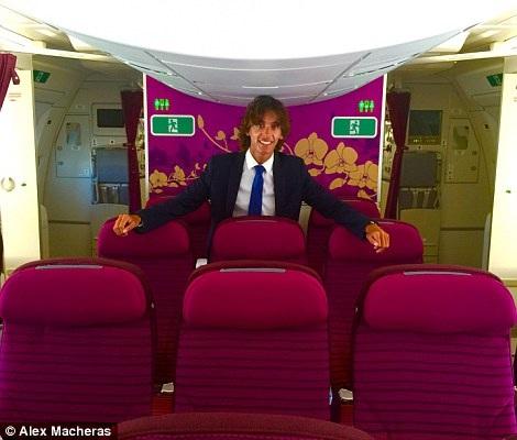Chàng trai sở hữu công việc đáng mơ ước: đi máy bay mới nhất và không mất tiền - 9