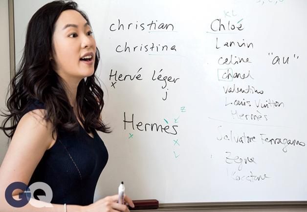Một lớp học nhà giàu hướng dẫn cách phát âm chuẩn