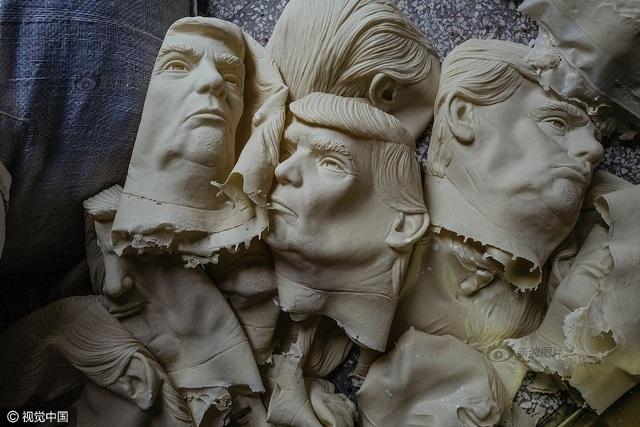 Những chiếc mặt nạ cao su có chi phí sản xuất thấp nhưng bán được giá cao ở thị trường Mỹ