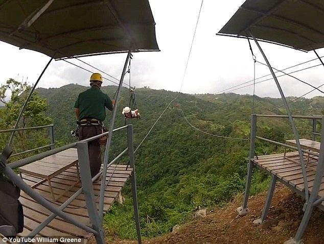 Đường zipline dài nhất thế giới có tổng chiều dài tương đương với chiều dài của 28 sân bóng