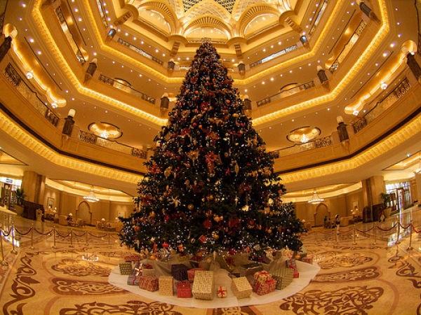 Cận cảnh cây thông đắt giá nhất thế giới, trị giá 11 triệu USD tại sảnh khách sạn Emirates Palace ở Abu Dhabi