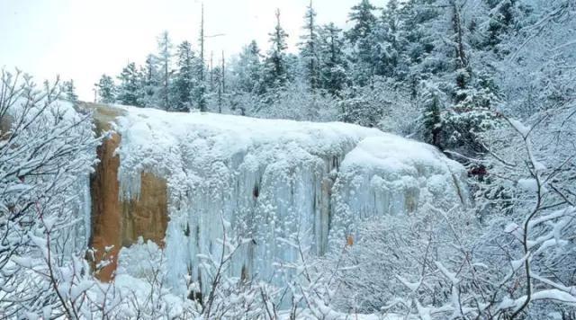 Cảnh hùng vỹ thường thấy của thác nước, giờ đã đông cứng trong cái giá lạnh
