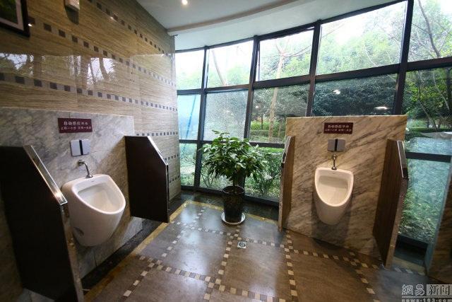 Bên trong nhà vệ sinh công cộng như... khách sạn 5 sao - 9