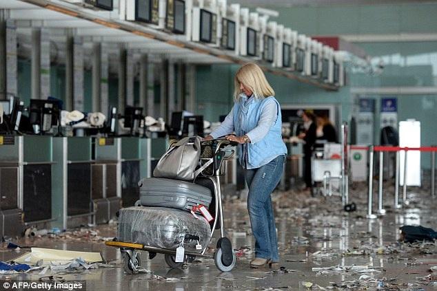Nhiều người lên tiếng chỉ trích ý thức của du khách khi không để đồ đúng nơi quy định