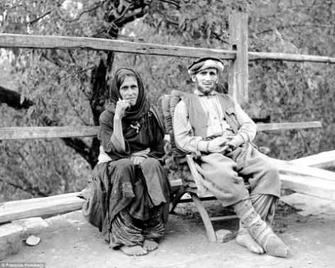 Một người đàn ông và một phụ nữ ở Waigal. Theo lời tác giả, những người này đều rất thân thiện và sẵn lòng để nhiếp ảnh gia tác nghiệp.