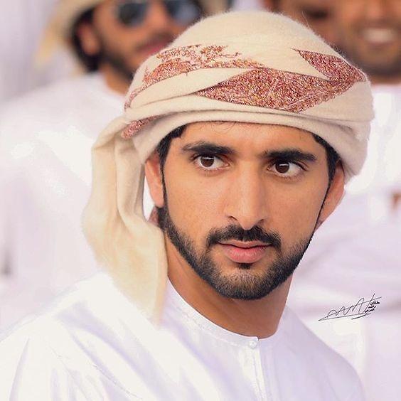 Vẻ ngoài điển trai lịch lãm của Hoàng tử Dubai