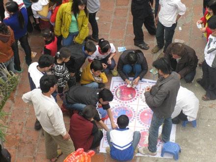 Nạn xóc đĩa tại một lễ hội