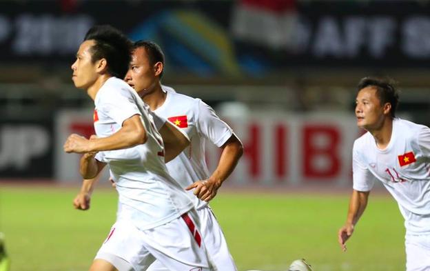 Bàn thắng của Văn Quyết giúp đội tuyển Việt Nam nuôi hy vọng trong trận lượt về