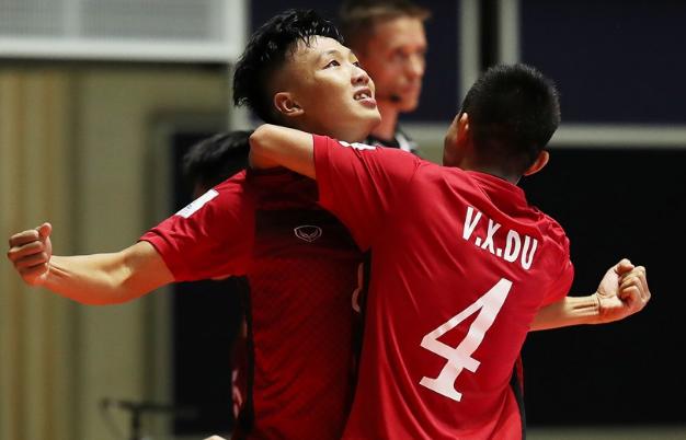 Đội tuyển futsal Việt Nam giành quyền vào vòng knock-out World Cup futsal 2016