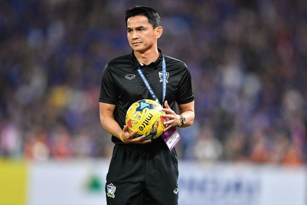 HLV Kiatisuk vẫn có thể thất nghiệp, dù vừa giúp Thái Lan vô địch AFF Cup 2016