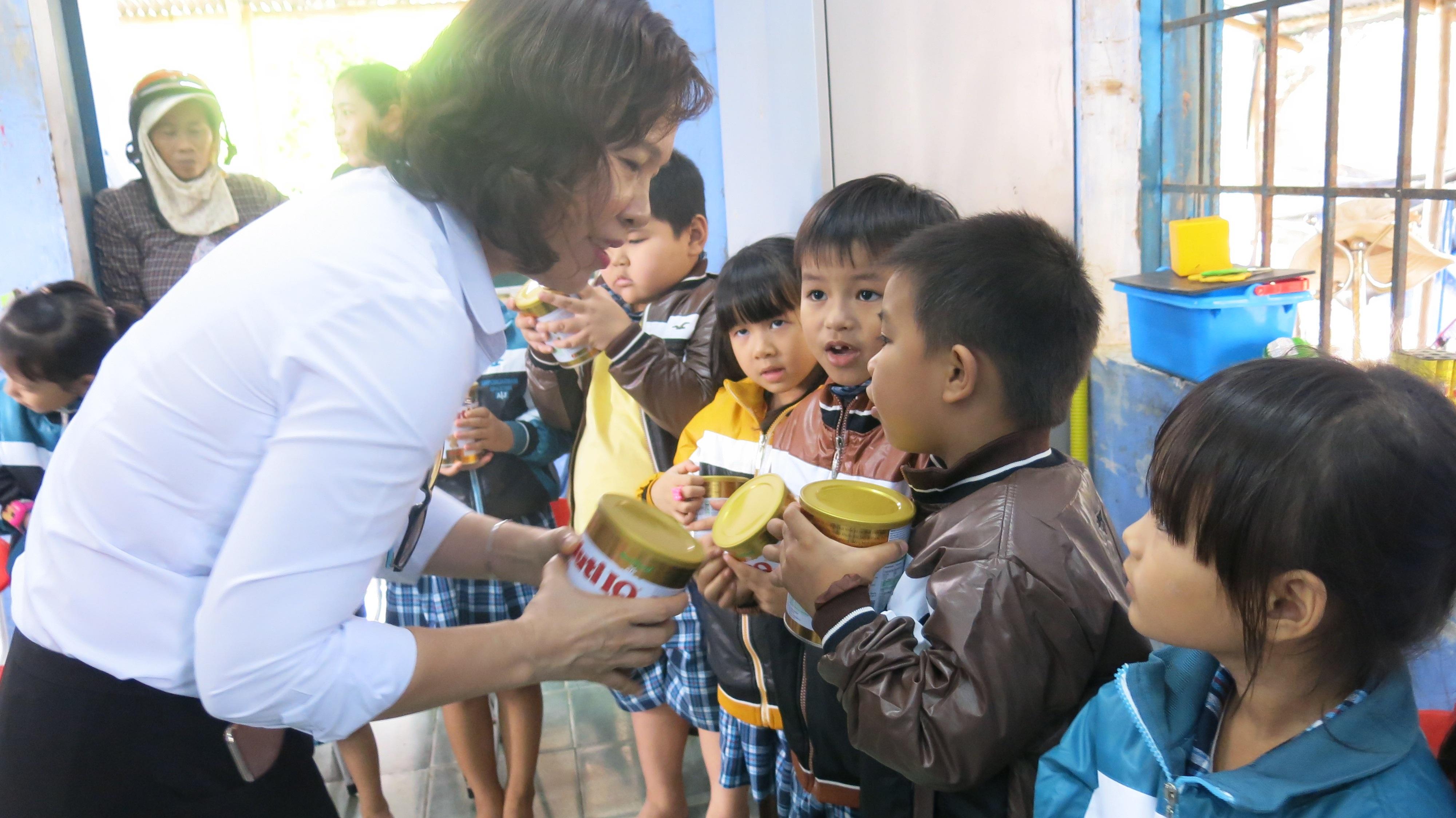 NutiFood hỗ trợ 5,2 tỷ đồng cho tỉnh Phú Yên - 2