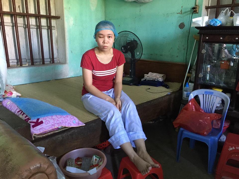 Thay vì được chi trả tiền bảo hiểm theo quy định, gia đình chị Mị phải vay mượn hàng trăm triệu đồng để chữa bệnh.