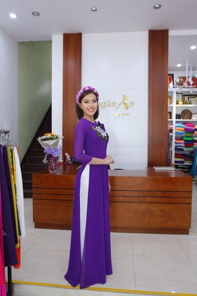 Á hậu Bản sắc Việt toàn cầu trong bộ trang phục áo dài bán đấu giá.