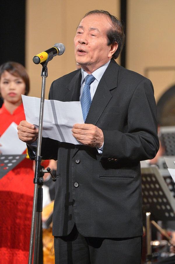 Nhà thơ Hữu Thỉnh phát biểu tại Lễ khai mạc.