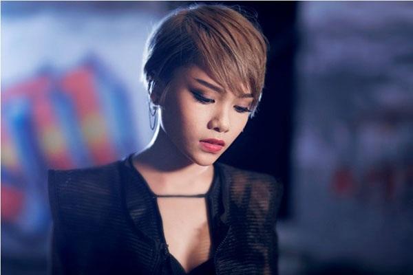 Cô học trò cưng của Đàm Vĩnh Hưng cũng nhạt nhòa, chưa có bước tiến gì đáng kể sau cuộc thi Giọng hát Việt 2013.