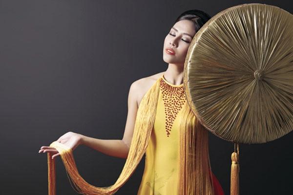 Nguyễn Thị Loan khoe trang phục dân tộc đẹp lạ - 8