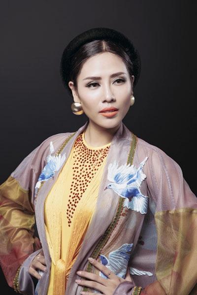 Nguyễn Thị Loan khoe trang phục dân tộc đẹp lạ - 2