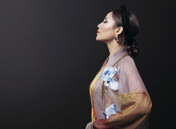 Nguyễn Thị Loan khoe trang phục dân tộc đẹp lạ - 6