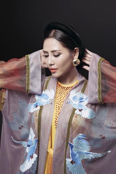 Nguyễn Thị Loan khoe trang phục dân tộc đẹp lạ - 7