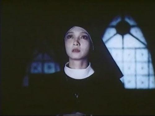 Vai tu sĩ Băng Thanh của Lê Khanh khiến nhà quay phim khó tính bị hớp hồn. Ánh mắt buồn thăm thẳm của Lê Khanh đã đánh gục người đàn ông xù xì, mạnh mẽ.