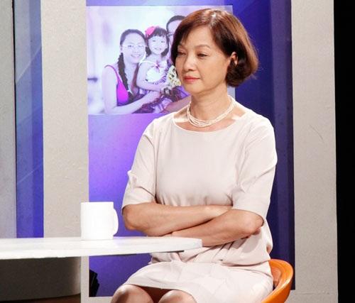 Hình ảnh mới của NSND Lê Khanh với mái tóc ngắn trẻ trung.