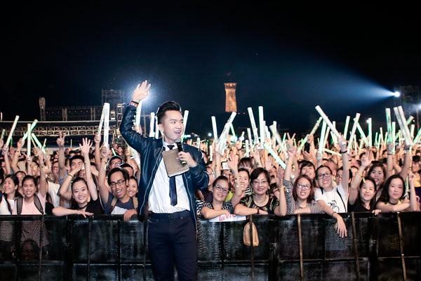 MC Hạnh Phúc cuồng nhiệt cùng âm nhạc của Tùng Dương - 6