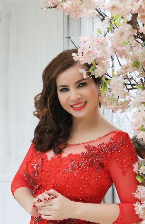 Hoa hậu Quý bà Kim Hồng là giám khảo Việt Nam duy nhất của hai cuộc thi Hoa hậu Quý bà Mỹ - Mrs. America và Hoa hậu Quý bà thế giới - Mrs. World.