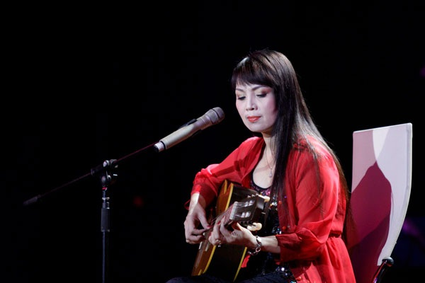 Hơn 30 năm qua, Thái Bảo đã ghi đậm dấu ấn trong lòng khán giả hình ảnh nữ ca sĩ với chất giọng trầm khàn, mê đắm vừa ôm đàn guitar vừa hát hoặc hát kết hợp đánh đàn bầu