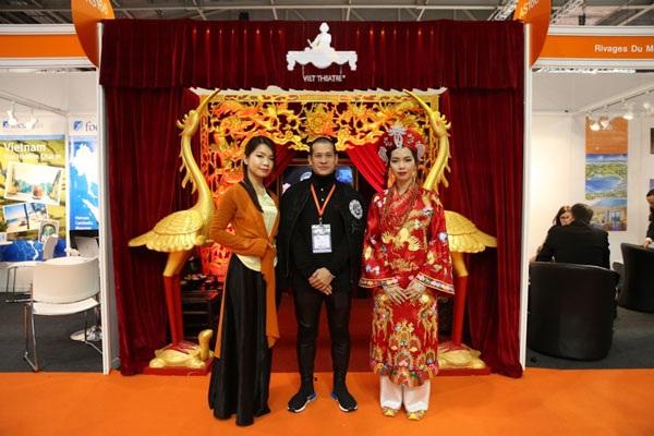 Đạo diễn Việt Tú đưa vở diễn hầu đồng Tứ Phủ tham gia Hội chợ Du lịch Thế giới 2016 tại Anh.