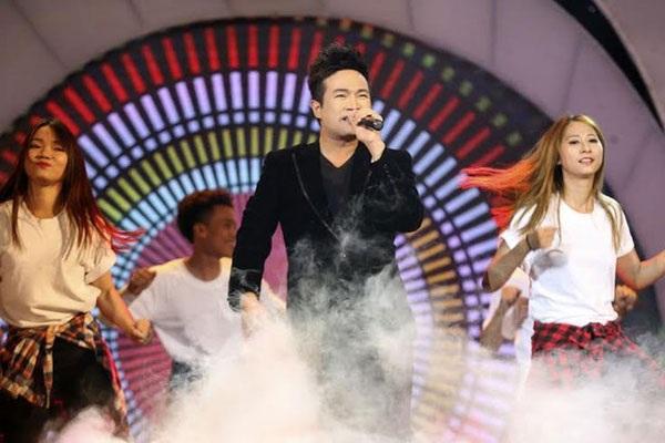 Ca sĩ mở mà chương trình Nhân tài đất Việt năm 2015 (Ảnh: Hữu Nghị)