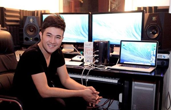 Ngoài đi hát, Minh Quân còn say mê công việc sản xuất âm nhạc.