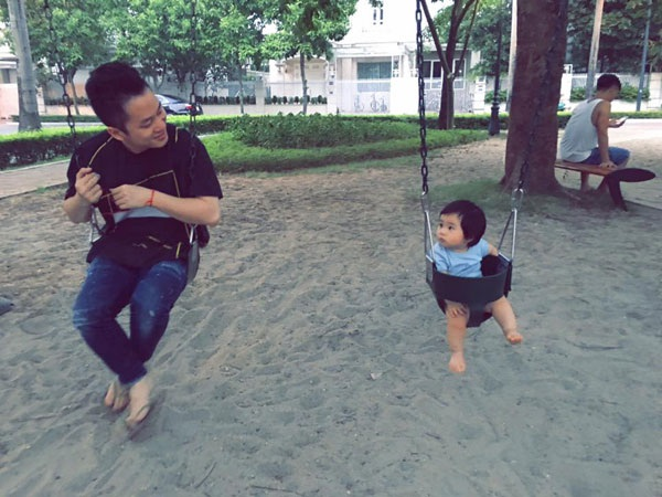Tùng Dương hạnh phúc khi có bé Voi