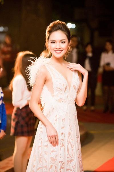 Tố Như ngày càng trưởng thành sau cuộc thi Hoa hậu Việt Nam 2016.
