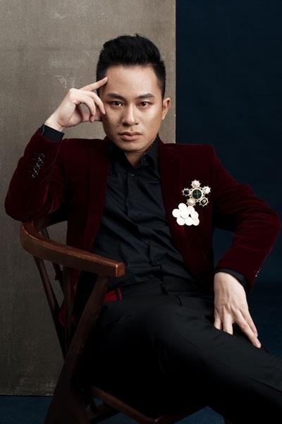 """Tùng Dương cũng được đánh giá là một ca sỹ khôn khéo, có mối quan hệ tốt với giới làm nghề, truyền thông và khán giả. Tuy nhiên, anh cũng nổi tiếng là người cực đoan, và rất khó có ai đó """"điều khiển"""" được Tùng Dương trong nghệ thuật."""