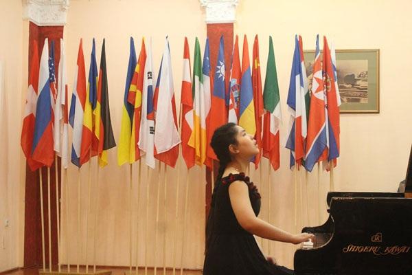 Nguyệt Minh biểu diễn tại cuộc thi (Ảnh: Quang Đông)