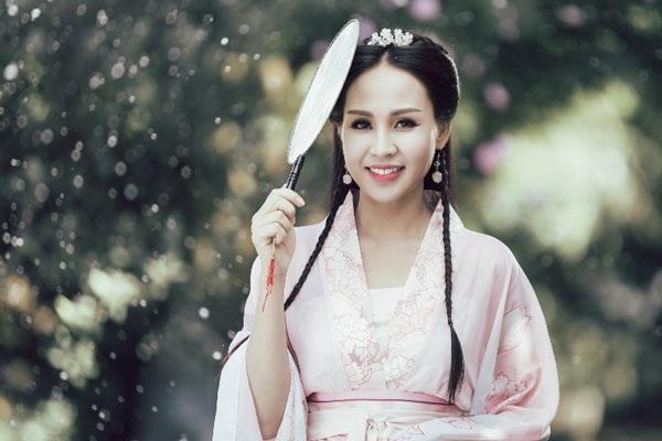 Hình ảnh Khánh Ly trong Mùa đông không lạnh. Bản phối mới của nhạc sĩ Huyền Trung khiến sáng tác của Giáng Son khá mới lạ...