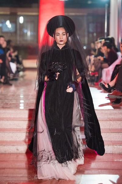 Chương trình còn có sự tham gia của siêu mẫu Thùy Trang.