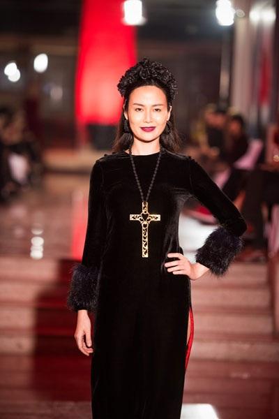 Rất lâu rồi, Hoa hậu Thu Thủy mới quay lại trình diễn thời trang.