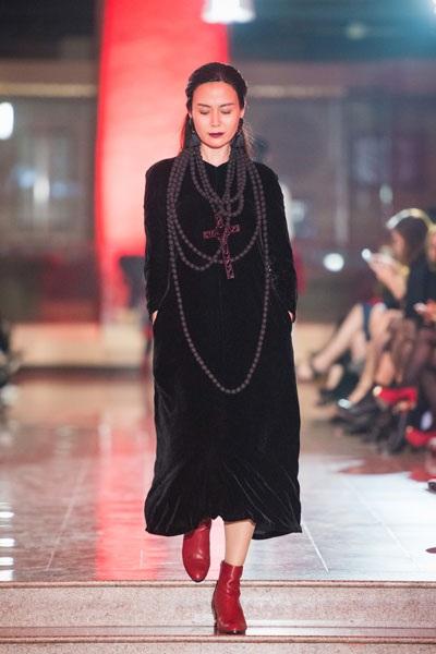 Hoa hậu Thu Thủy gây ấn tượng mạnh khi trình diễn thời trang - 3