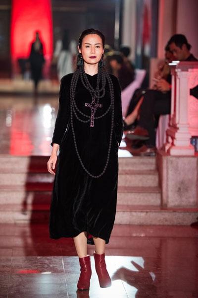 Hoa hậu Thu Thủy gây ấn tượng mạnh khi trình diễn thời trang - 4
