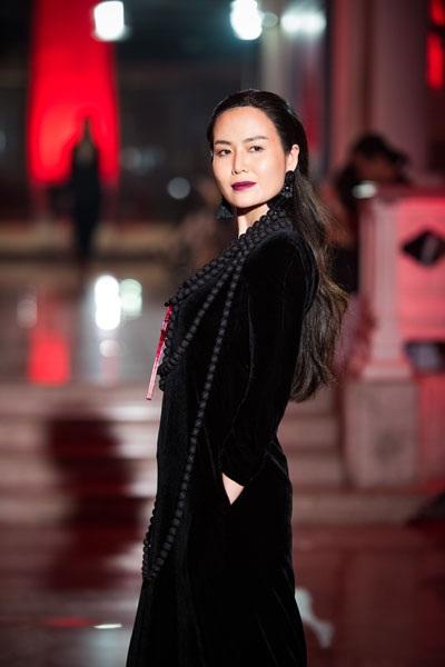 Hoa hậu Thu Thủy sinh ra trong một gia đình trí thức, cả bố và mẹ cô đều là cán bộ nghiên cứu của Viện Ngôn ngữ học. Người đẹp theo học Học viện Ngoại giao khóa 21, sau đó từ bỏ để sang Mỹ du học ngành Quản trị kinh doanh. Cô từng là giám khảo chương trình Phụ nữ thế kỷ 21